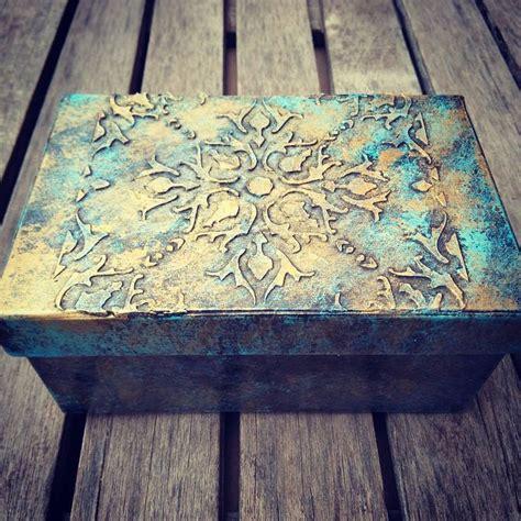 Cómo reciclar y decorar una caja con pasta de relieve ...
