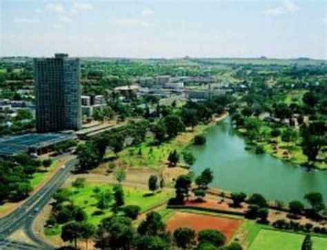 Como se llama la capital de Sudáfrica