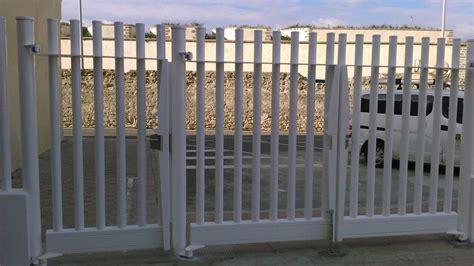 Como son las puertas metálicas para vallas
