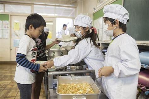 ¿Cómo son los almuerzos escolares en Japón y qué los hace ...