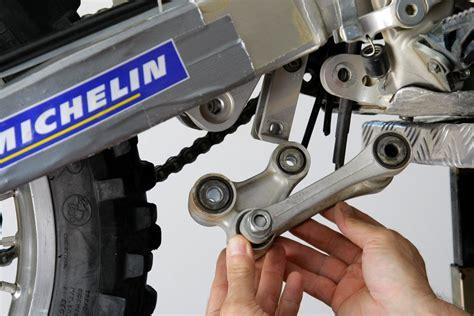Cómo sustituir los rodamientos de bieletas de tu moto off ...