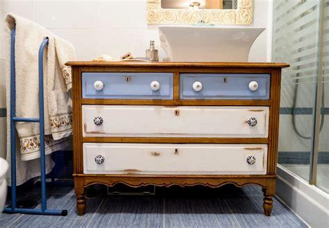 Cómo transformar una vieja cómoda en un mueble con lavabo ...