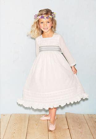 Cómo vestir a una niña de primera comunión