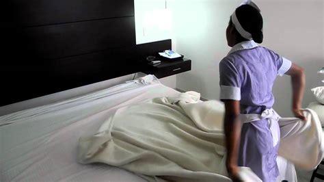 Como vestir una cama en el Hotel Capilla del Mar   YouTube