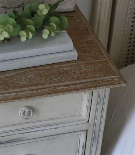 Cómoda pequeña de madera pintada   vilmupa