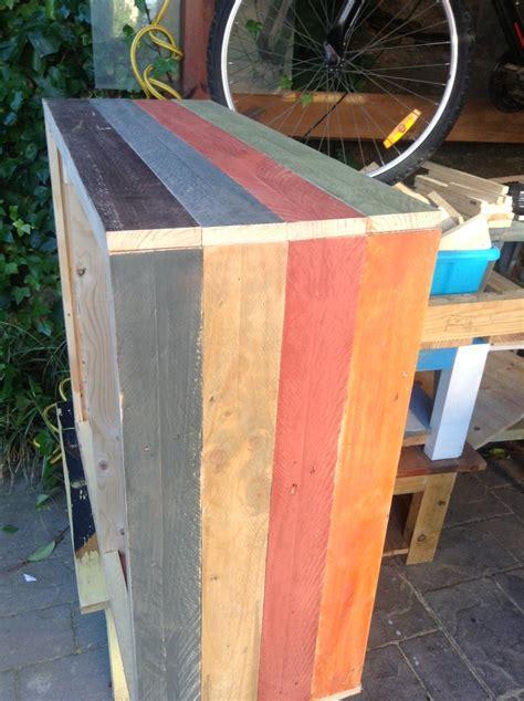 Cómoda vintage de madera de palets · LEROY MERLIN