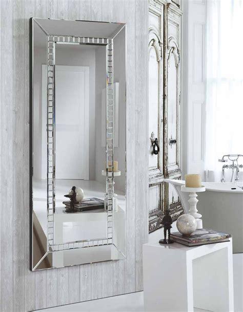 Con unas medidas de 160x70x6 cm este espejo moderno de ...