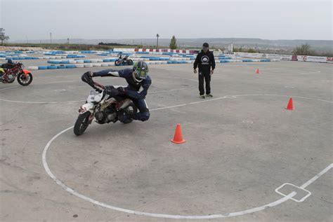 Conducción de moto: aprende a pilotar   Moto1Pro