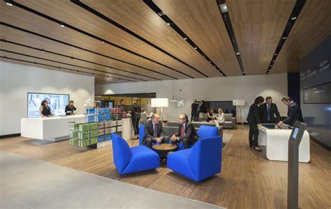 Coneix el nou disseny de l Oficina A i Store de CaixaBank