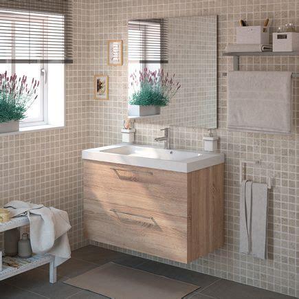 Conjunto de baño de color blanco y lavabo cerámico ...