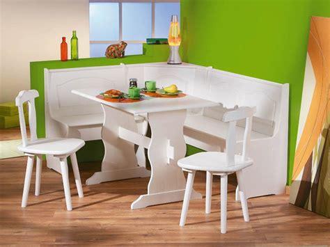 Conjunto de mesa, sillas y banco para sentarse en la cocina