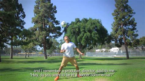 Conoce al profesor ecuatoriano del Fútbol Freestyle   YouTube