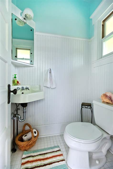 Consejos sobre adornar un baño pequeño con creatividad ...
