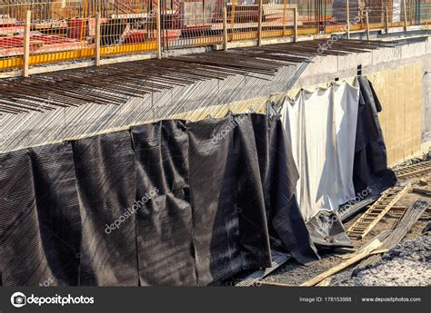Construcción de muros de sótano con membrana ...