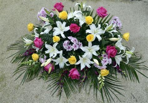 Coronas y centros florales para difuntos   Día de Todos ...