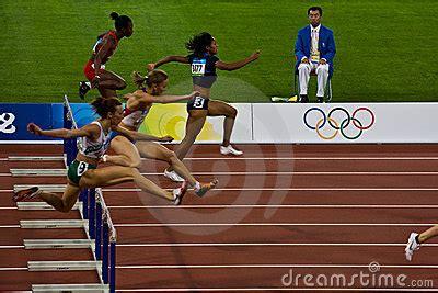 Corsa Di Transenna Olimpica Di 100M Delle Donne Immagine ...