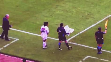 Cosas que solo Ronaldinho puede hacer!!   YouTube