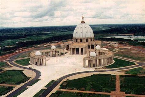 Costa de Marfil Basilica de Nuestra Señora de la Paz ...