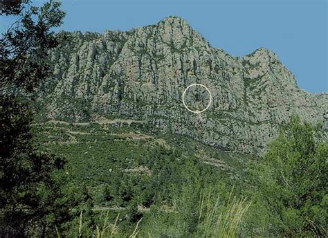 Coves del Collbató: Coves del Salnitre  Limestone Caves