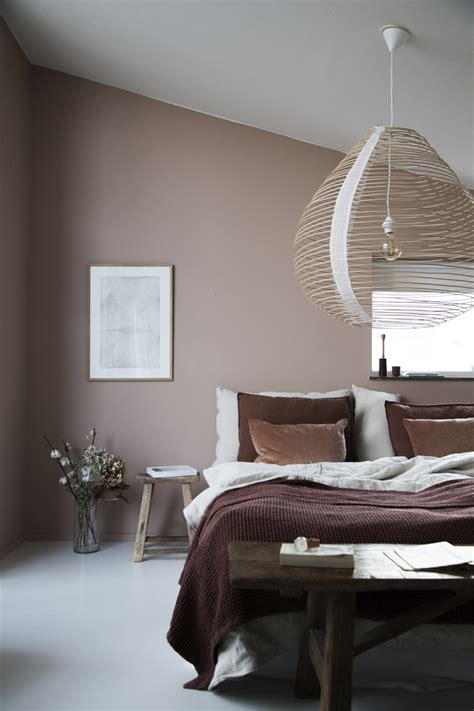 Cozy bedroom with a warm muted palette | My Paradissi