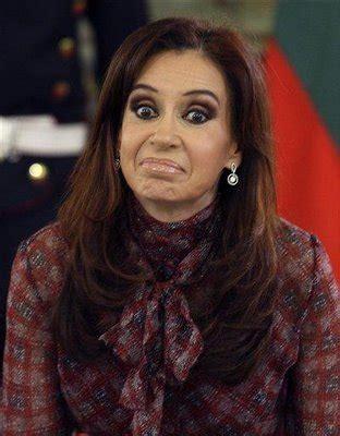 Cristina Fernández usa una silla de ruedas que está ...