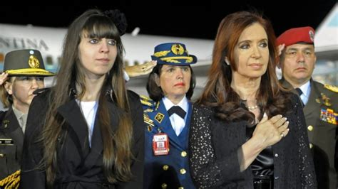 Cristina Kirchner volvió al país tras visitar a su hija en ...
