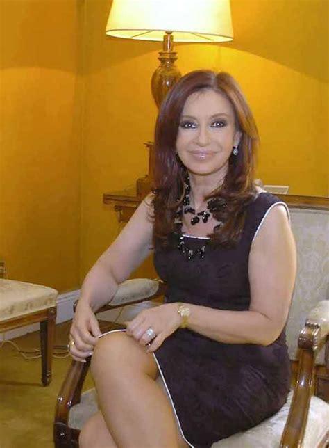 Cristina se identifica  con la Evita del puño crispado ...