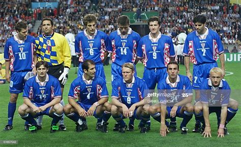 Croatian players pose before the1998 Soccer World Cup ...