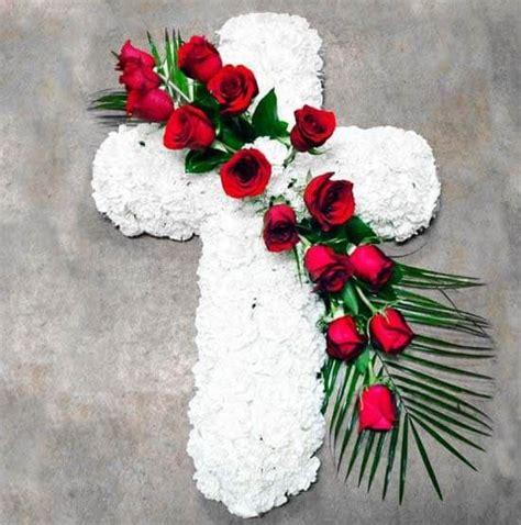 Cruces de flores para difuntos. Envío tanatorio en el Día