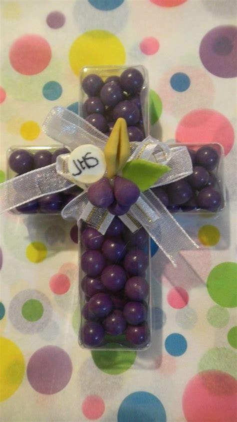 Cruz con chicles | Primera comunion decoracion, Primera ...