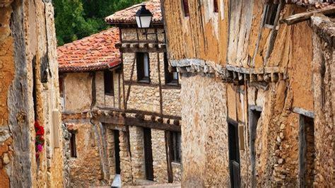 ¿Cuántos habitantes tiene Castilla y León?
