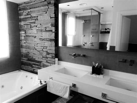 Cuarto de baño moderno / Casa Country estilo minimalista ...