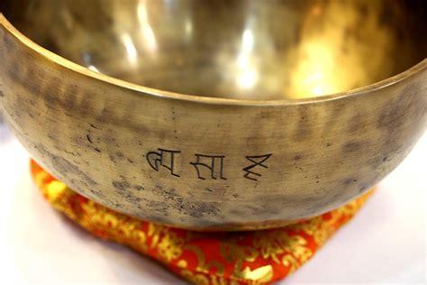 Cuenco Tibetano Hecho a mano. Mantra labrado.   Namaste ...