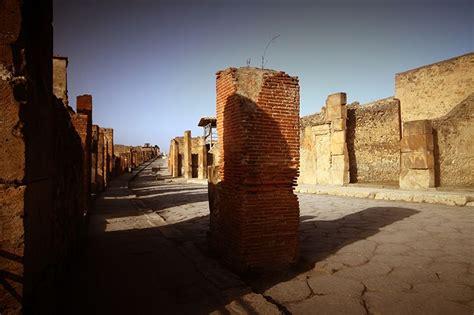 D.Signers | ¿Qué pasó en Pompeya? 23. Una fuente pública ...