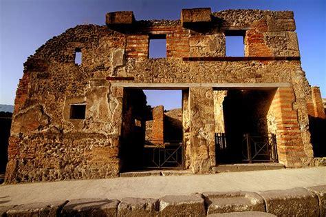 D.Signers | ¿Qué pasó en Pompeya? 5. Ruinas de un edificio ...