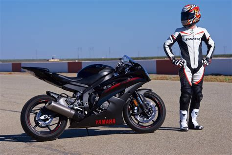 Dainese Racing P. Lady Leather Suit Review   Track Test