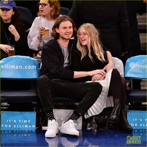 Dakota Fanning & Boyfriend Henry Frye Flaunt PDA at Knicks ...