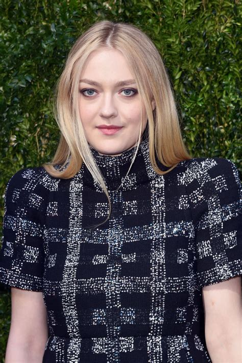 Dakota Fanning Style, Clothes, Outfits and Fashion ...