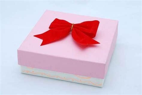 Dame Manualidades: Cómo decorar una caja para regalo