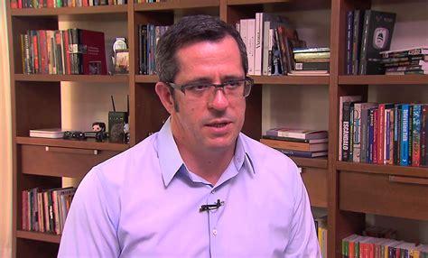 """Daniel Castro de """"Notícias da TV"""" inventa fake news sobre ..."""