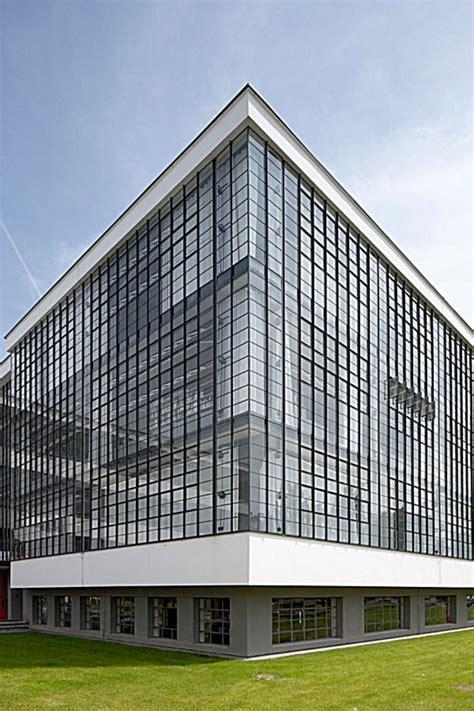 Das Bauhausgebäude von Walter Gropius  1925–26 ...