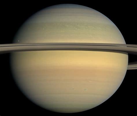 Datei:Saturn closeup.jpg – Wikipedia