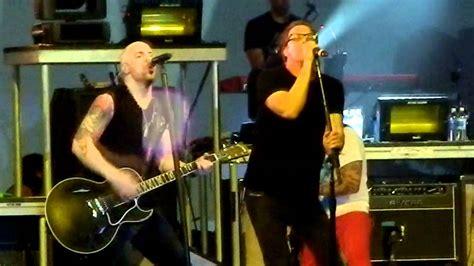 Daughtry singing Tom Petty s  RUNNIN DOWN A DREAM  w ...