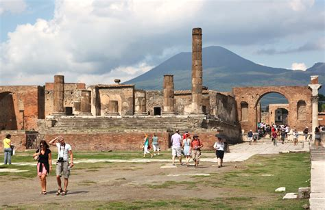 Day Trips from Rome to Pompeii   Dark Rome
