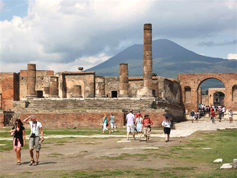 Day Trips from Rome to Pompeii | Dark Rome Tours
