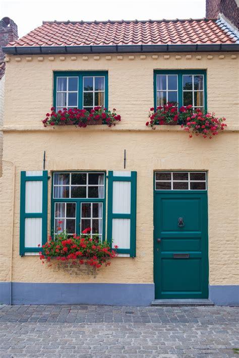 ¿De qué Color Pintar la Fachada de tu Casa para este 2018?