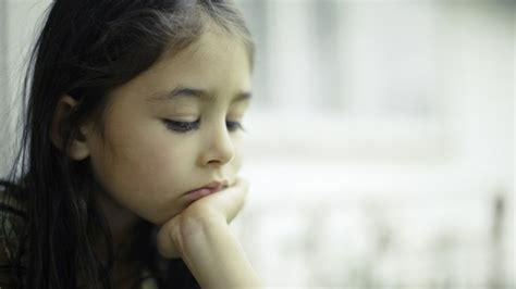 ¿De qué trata el humor triste en los niños ...