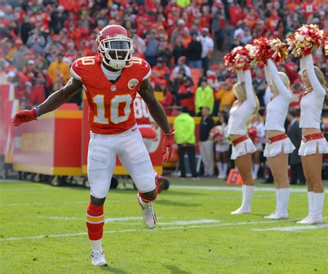 Dear Andy Reid: Tyreek Hill is for catching, not throwing ...
