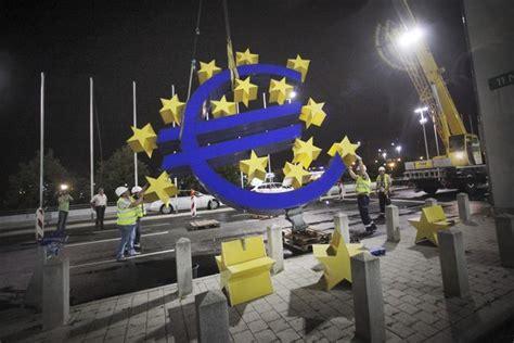 Debaten compra de bonos en UE