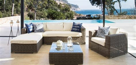 Decora tu hogar con bellos muebles de jardín